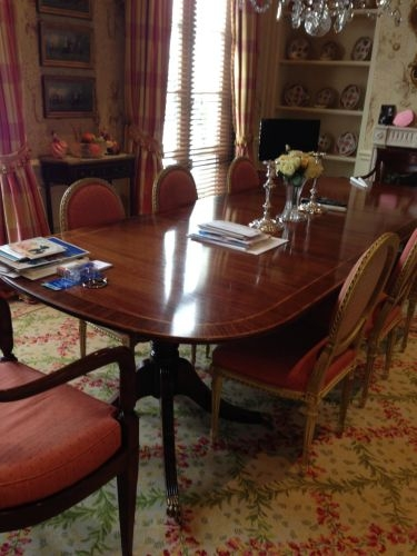 Traditional Dining Table With Chairs